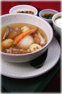 ワールドメニュー:玉葱、ジャガイモと豚スペアリブのスープ煮